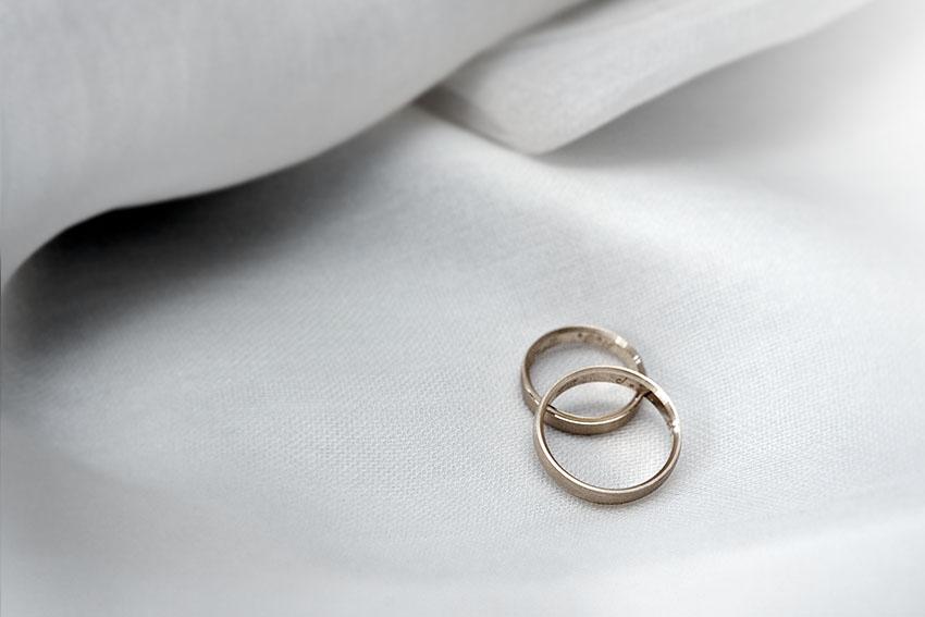 La tradición del anillo de compromiso y su fabricación, fotografos de bodas