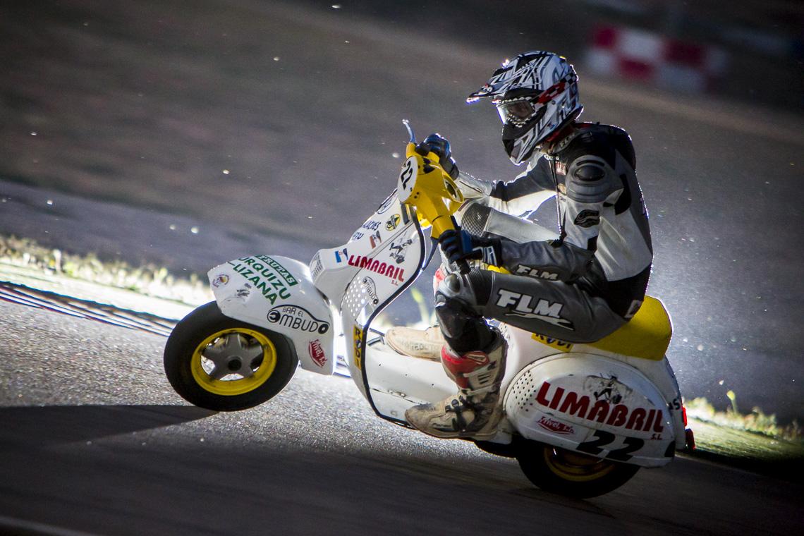 Ferran-Mallol, fotogrado-deportivo, fotografo-de-motor, motos, vespa, motorland, 6-horas-vespas, strobist
