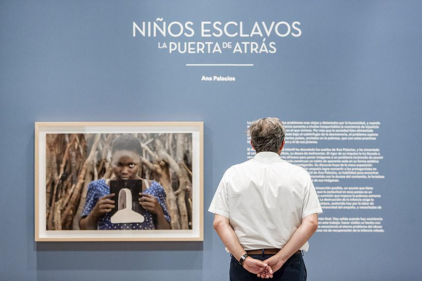 """Una exposición para no olvidar """"Niños esclavos"""" de Ana Palacios, fotógrafo para eventos, fotógrafo de congresos, fotografia profesional, reportajes empresariales, fotografia de publicidad"""